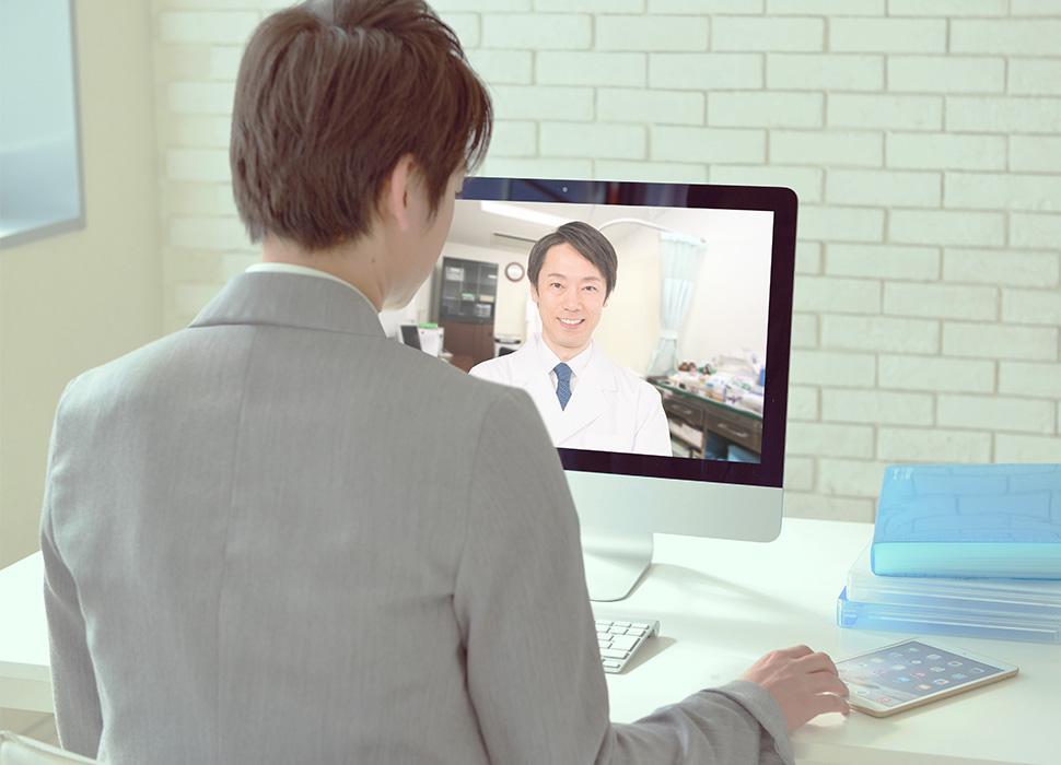 パソコンでのビデオ通話による遠隔診療の様子