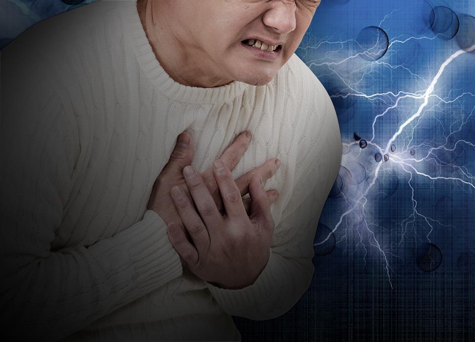薬を飲み忘れて苦しむ高齢者