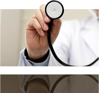 スマートフォンでオンライン診療を行っているイメージ